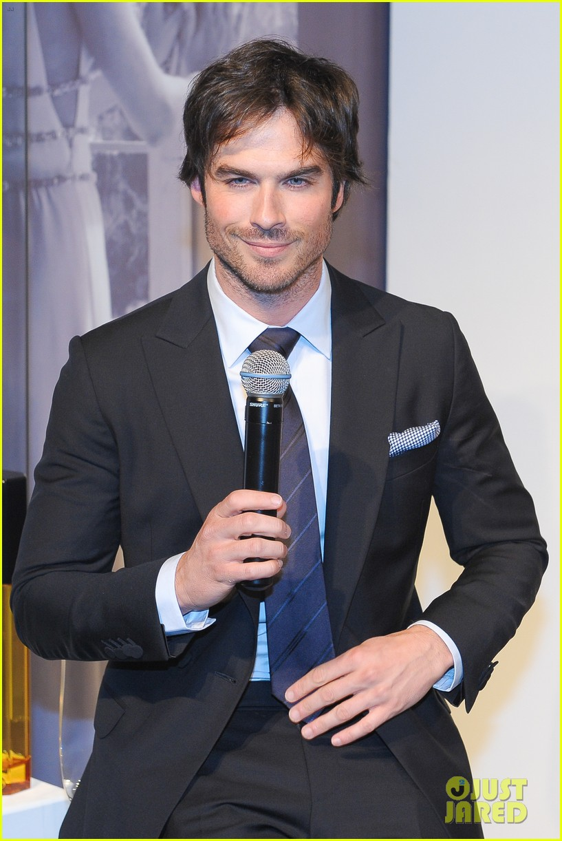 ian somerhalder looks super sexy in his suit and tie 04