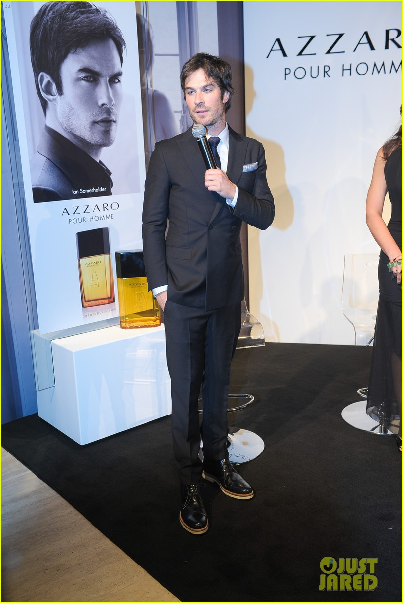 ian somerhalder looks super sexy in his suit and tie 05