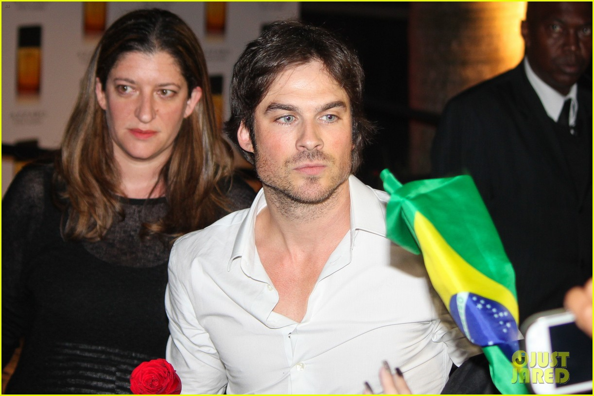 ian somerhalder looks super sexy in his suit and tie 073113762