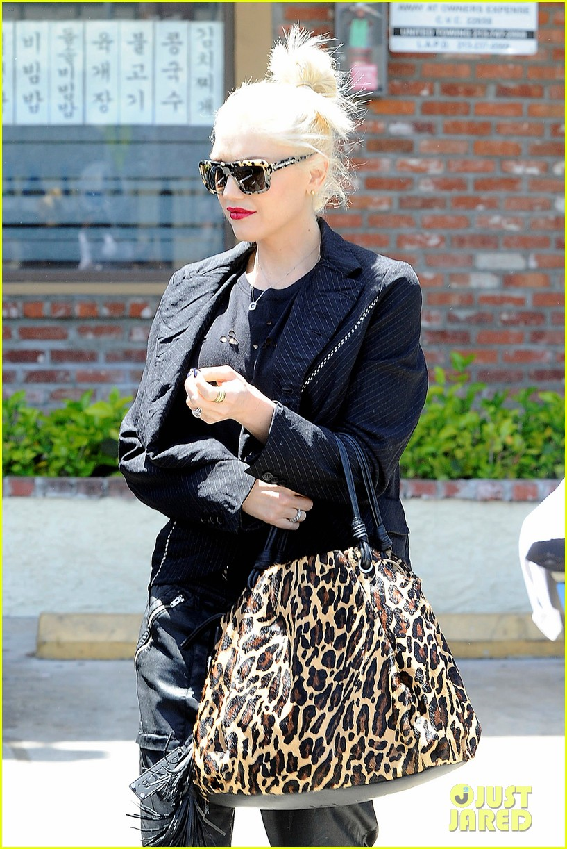 gwen stefani congratulates christina aguilera on pregnancy 04