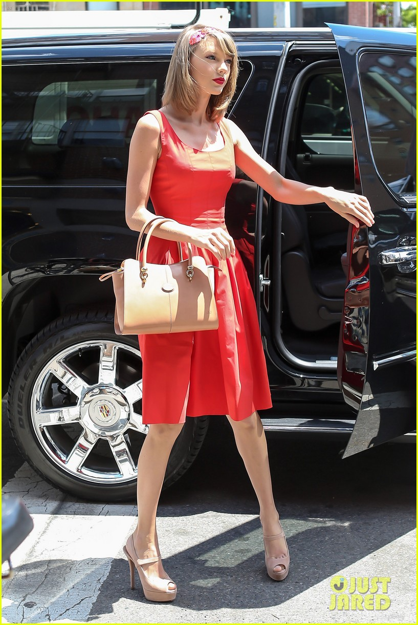 taylor swift red dress meredith met gown 123117482
