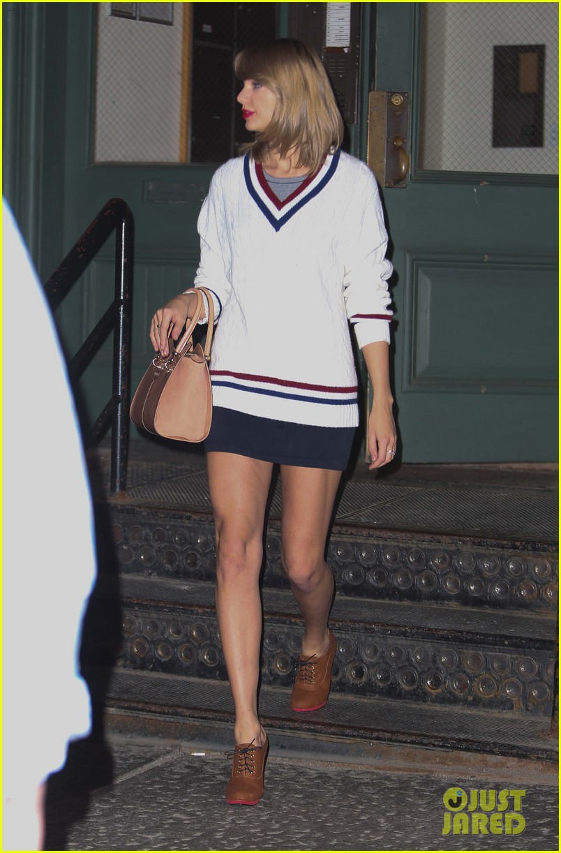 taylor swift sued clothing company 13 053118543