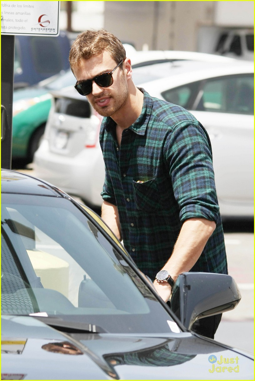 theo james runs errands los angeles 063109693