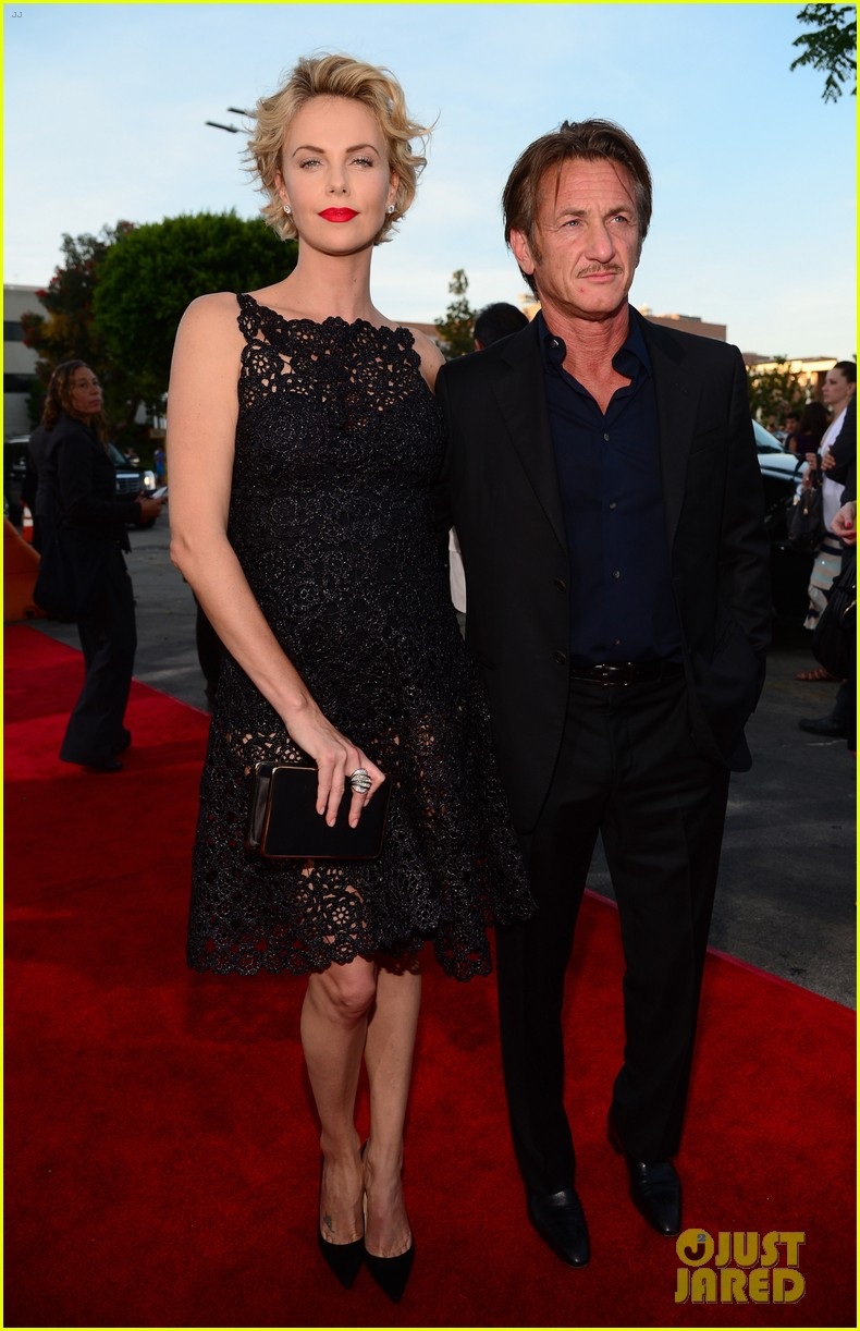 charlize theron sean penn million ways to die premiere 013114621