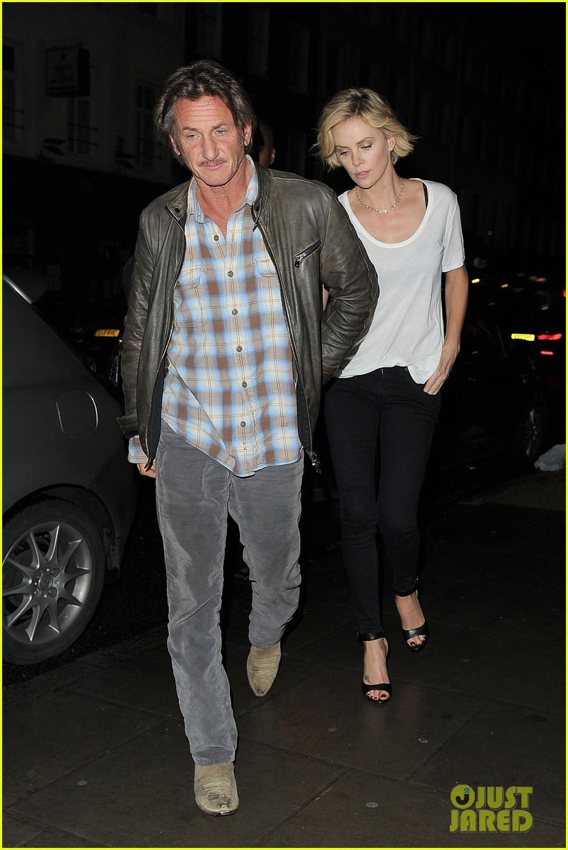 charlize theron sean penn step out for memorial day dinner 04