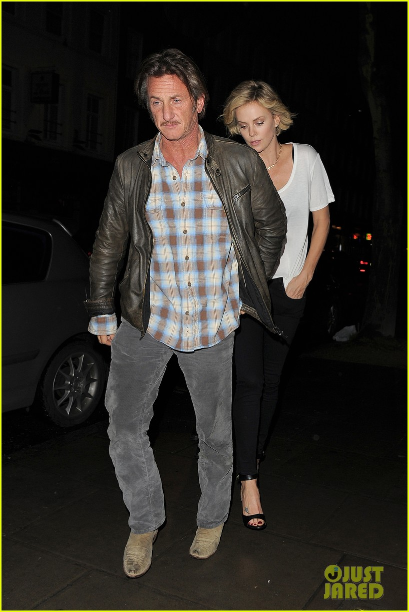 charlize theron sean penn step out for memorial day dinner 05