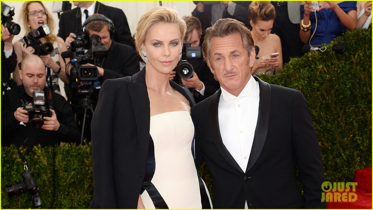 charlize theron sean penn walk met ball 2014 red carpet together 05