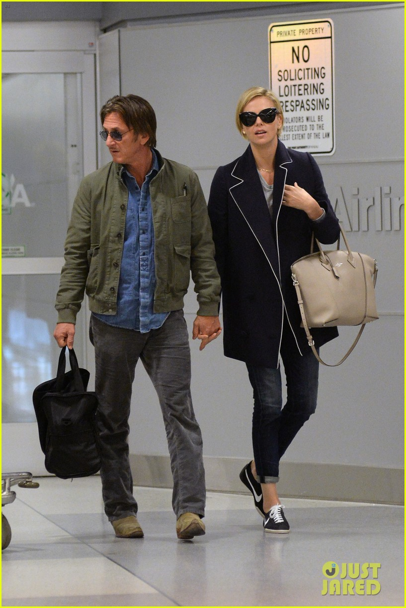 charlize theron sean penn hold hands upon new york arrival 01