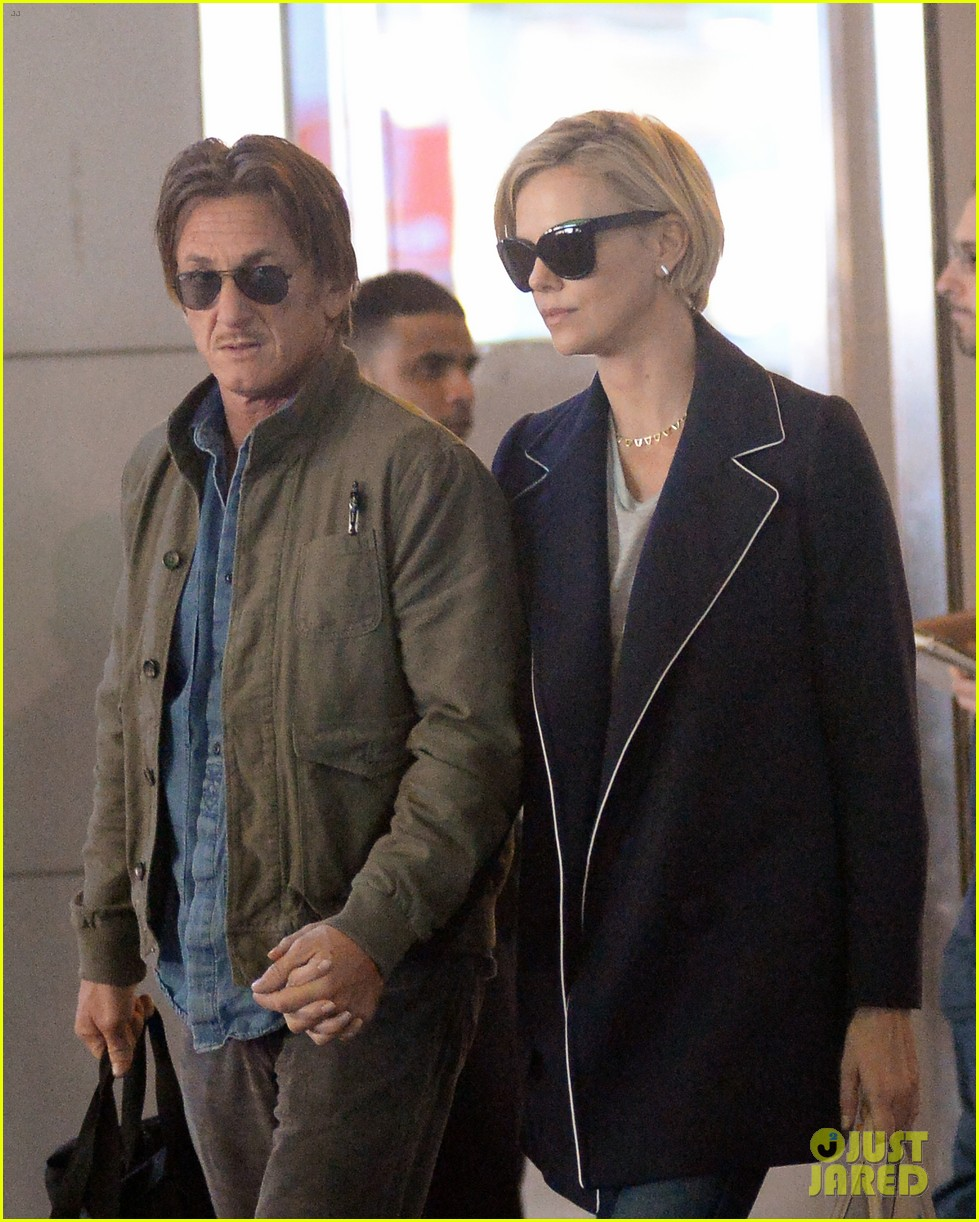 charlize theron sean penn hold hands upon new york arrival 07