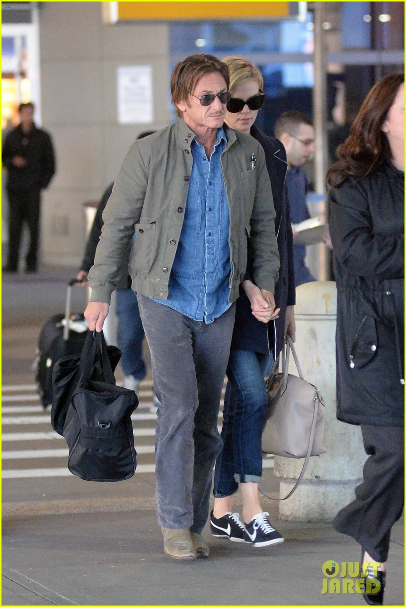charlize theron sean penn hold hands upon new york arrival 23