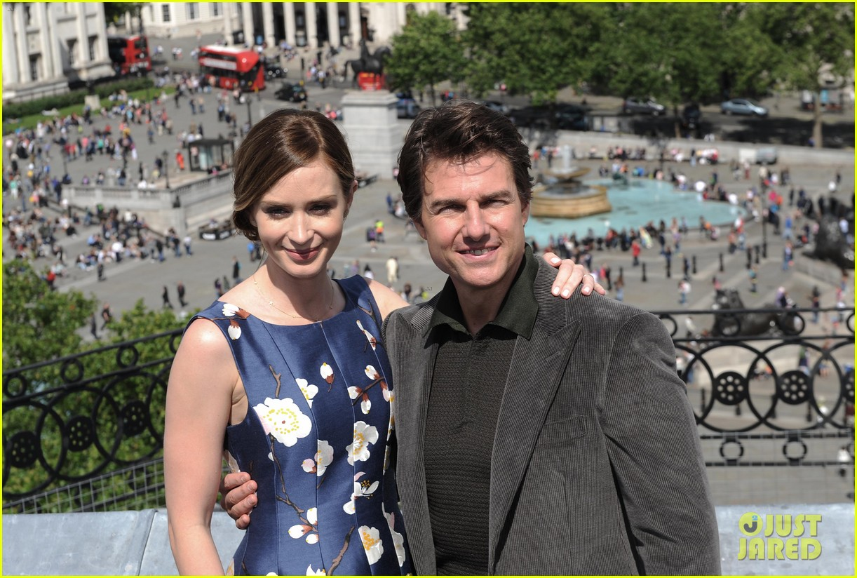 tom cruise emily blunt edge of tomorrow photo call 02