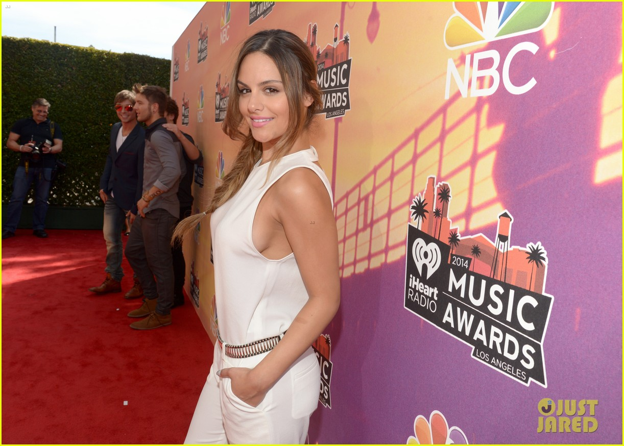 pia toscano bea miller iheartradio music awards 2014 073103265