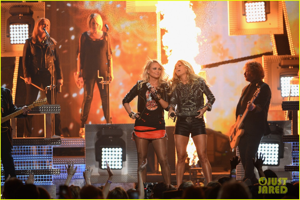 carrie underwood miranda lambert perform billboard music awards 2014 153116924