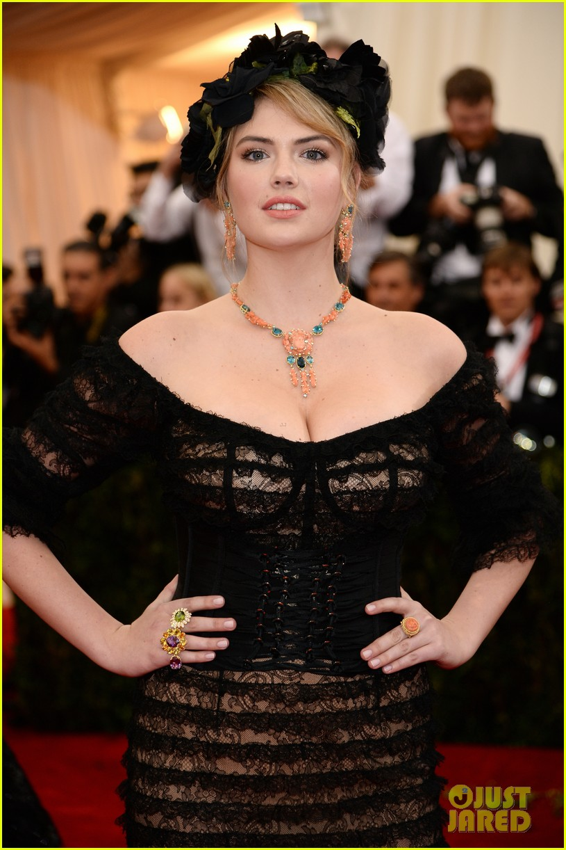 kate upton black floral headdress at met ball 2014 063106076
