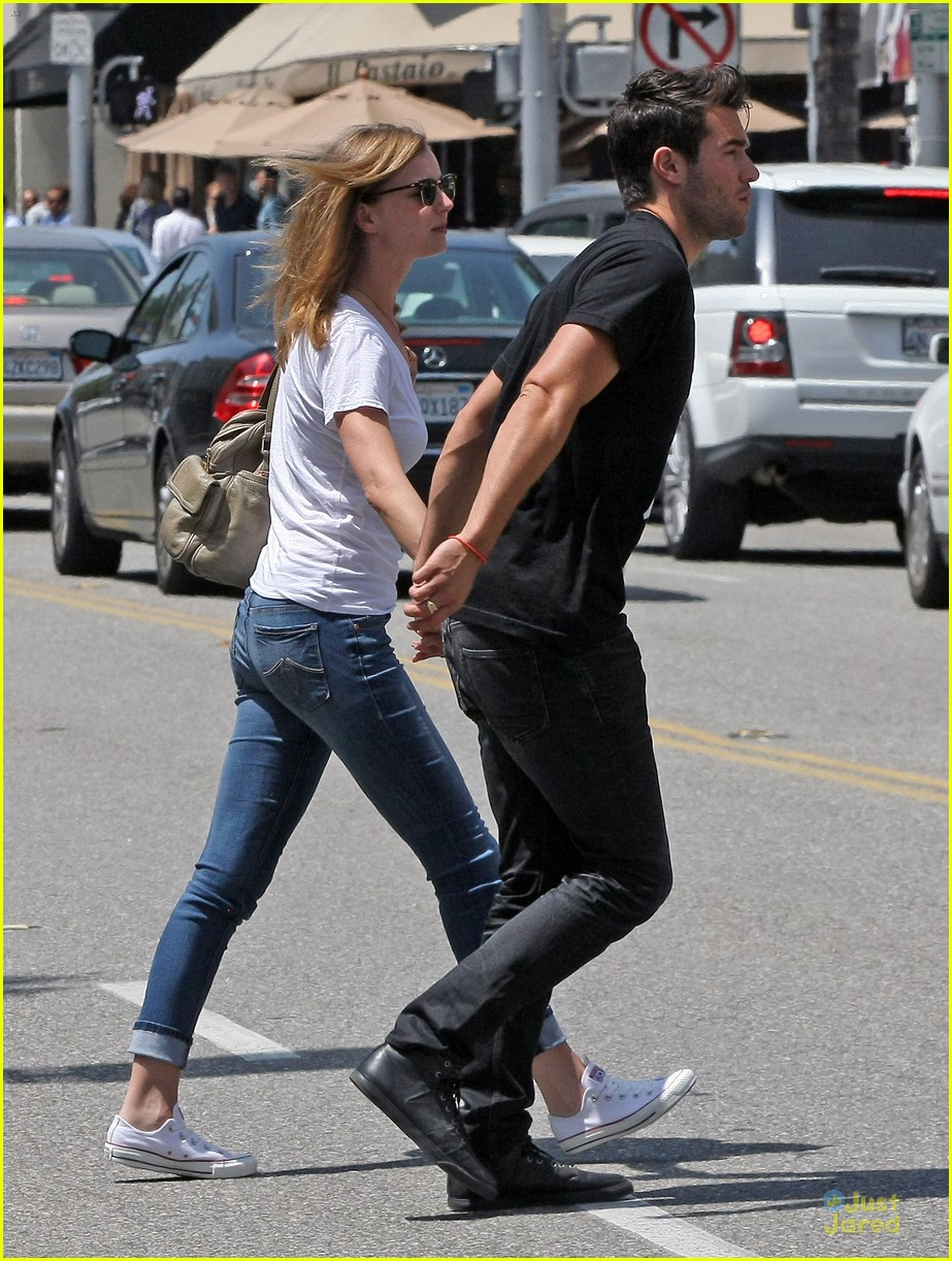 emily vancamp josh bowman get hair done together 06