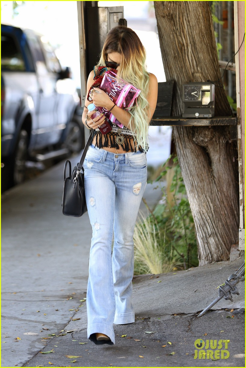 vanessa hudgens ashley tisdale 901 salon stop 213124865