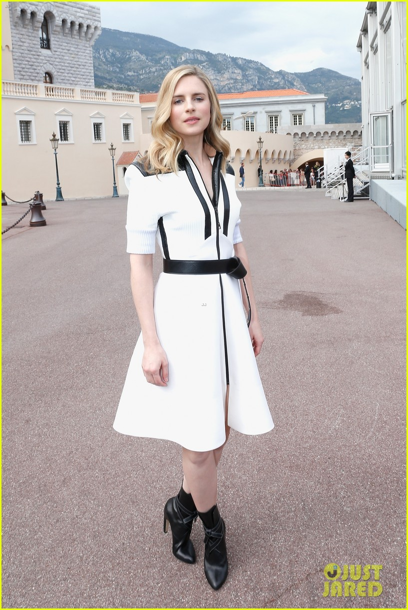 jennifer connlly brit marling louis vuitton fashion show 16