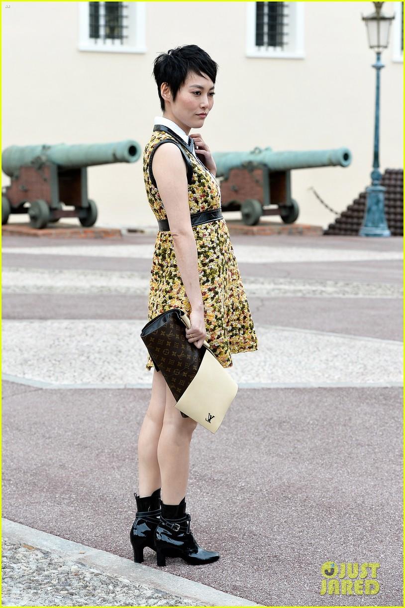 jennifer connlly brit marling louis vuitton fashion show 17