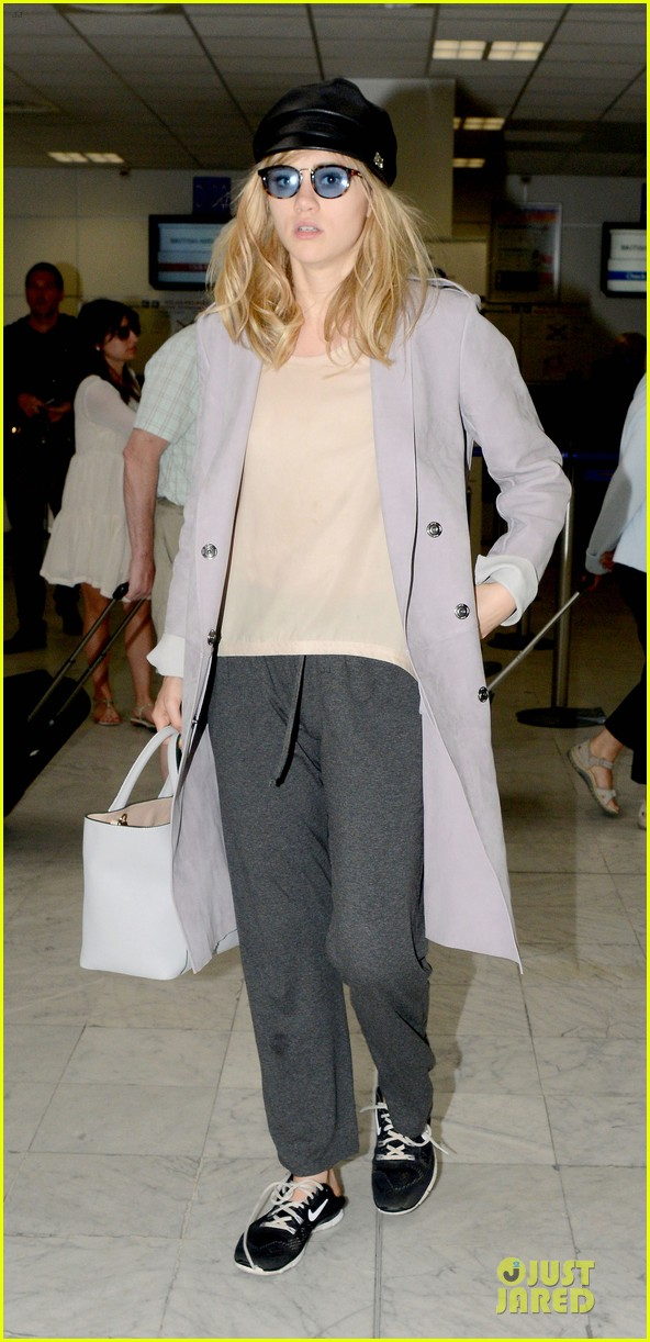 suki waterhouse jets out of france after cannes 03