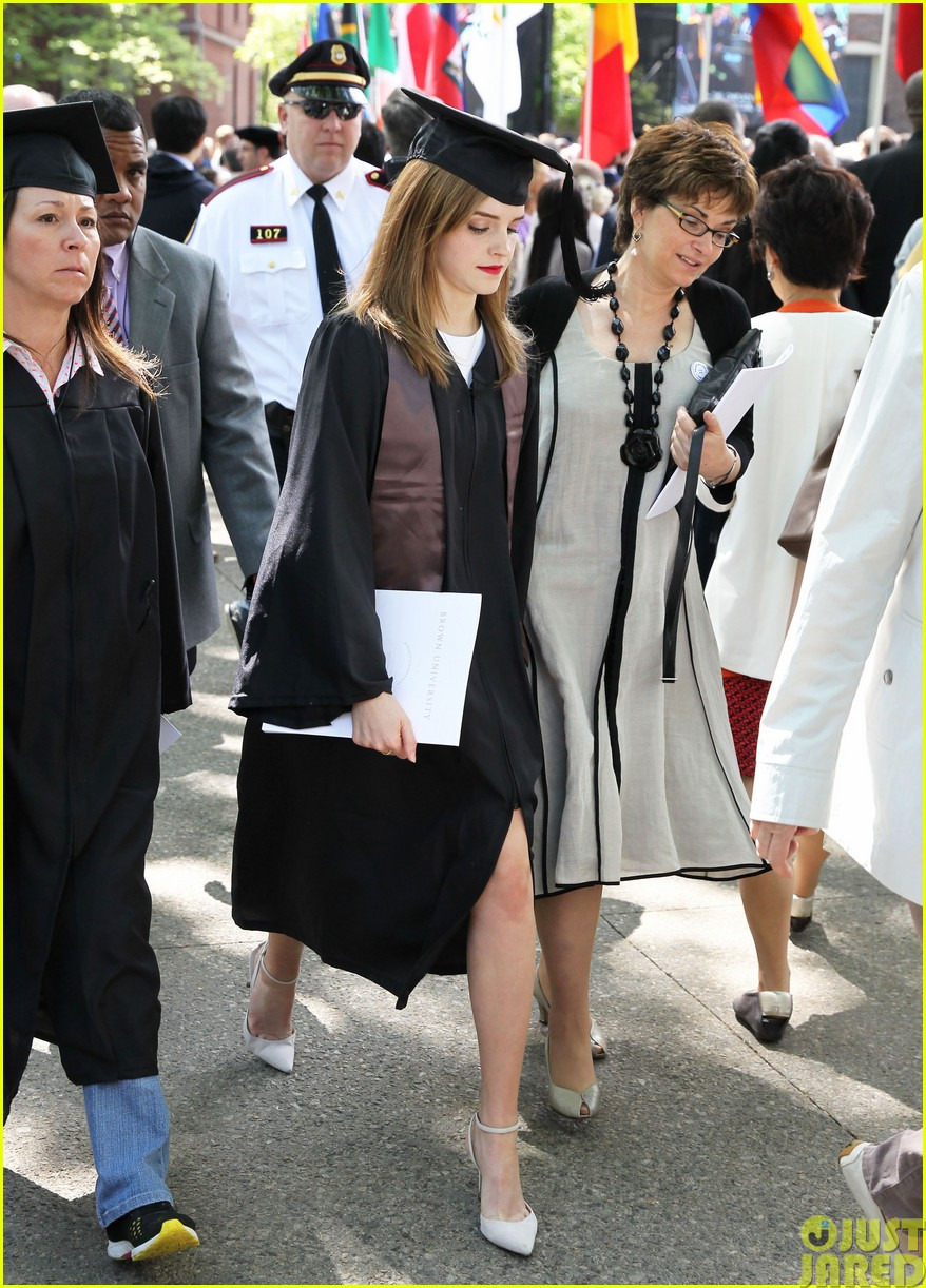 emma watson graduates brown university lit major043122083