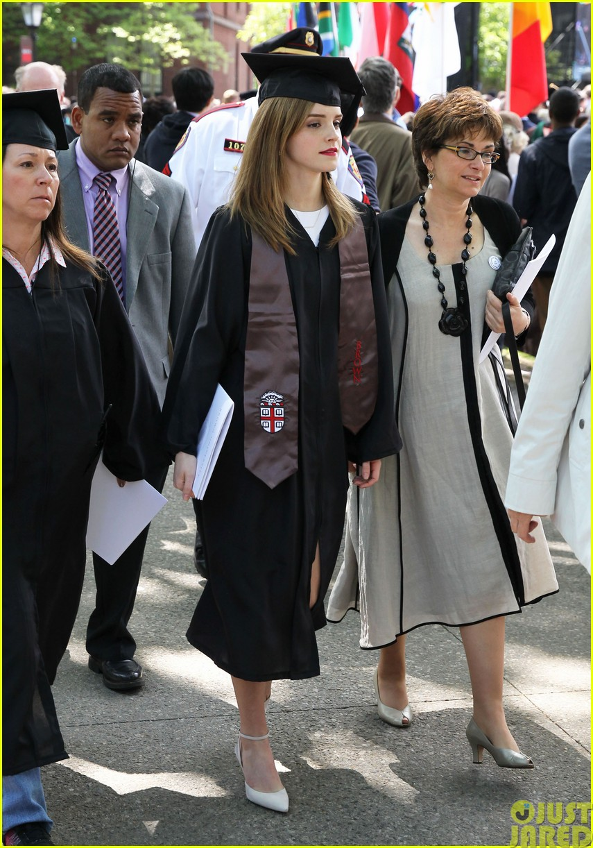emma watson graduates brown university lit major13