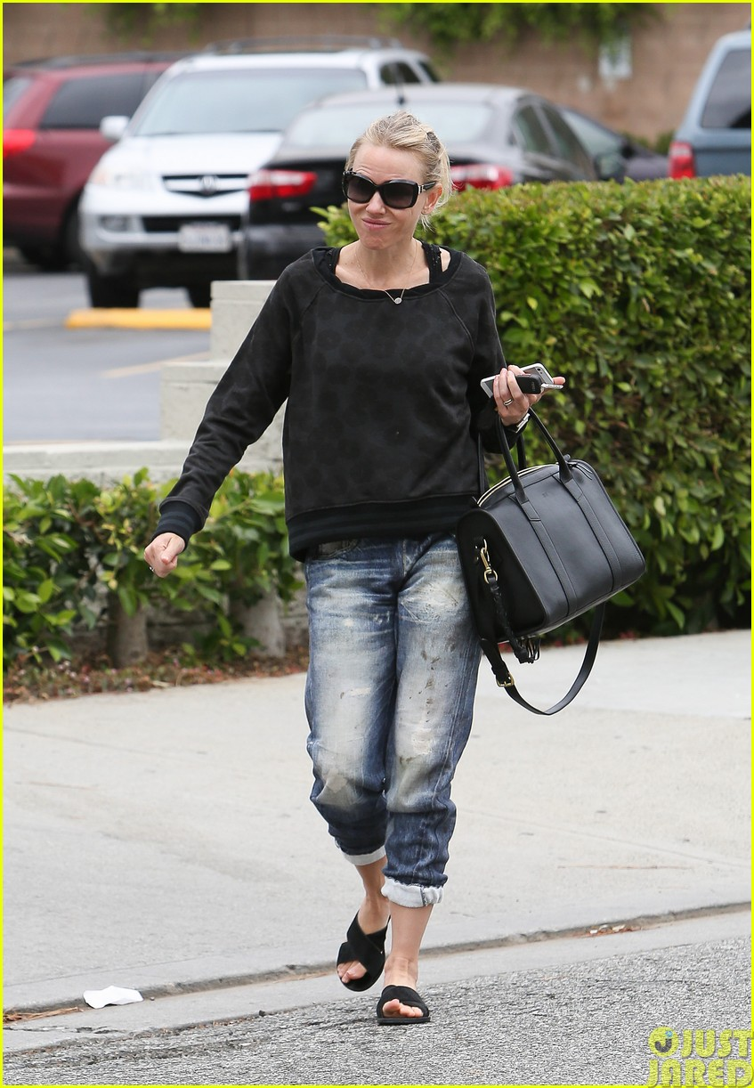 naomi watts works out with her bffs053121108
