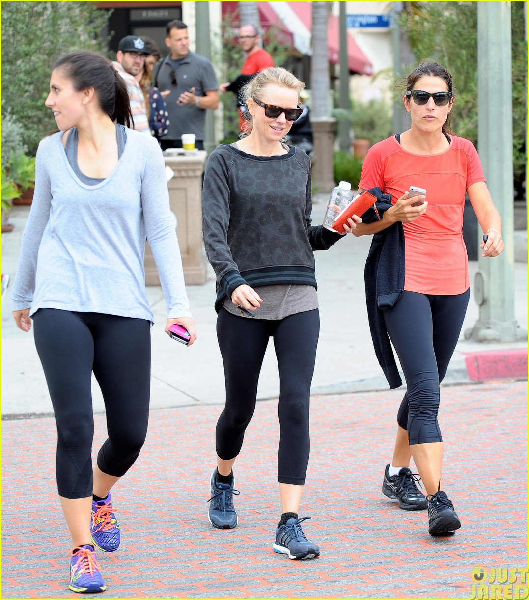 naomi watts works out with her bffs24