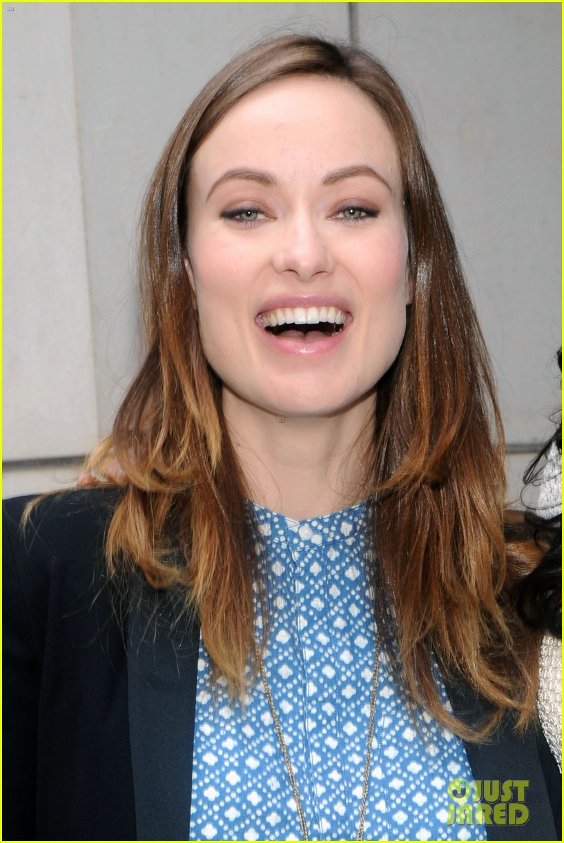 olivia wilde plays john mayer or pepe le pew 203108184