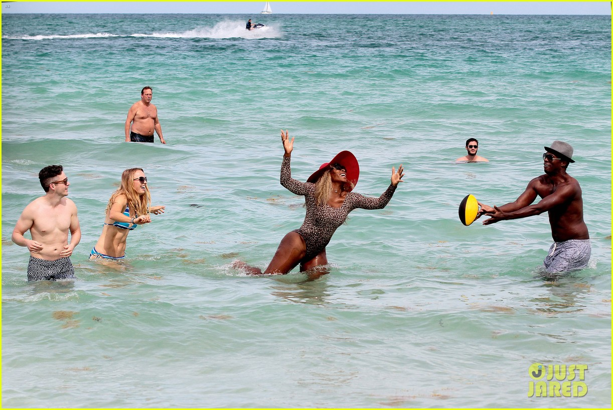serena williams bootylicious beach caroline wozniacki 16