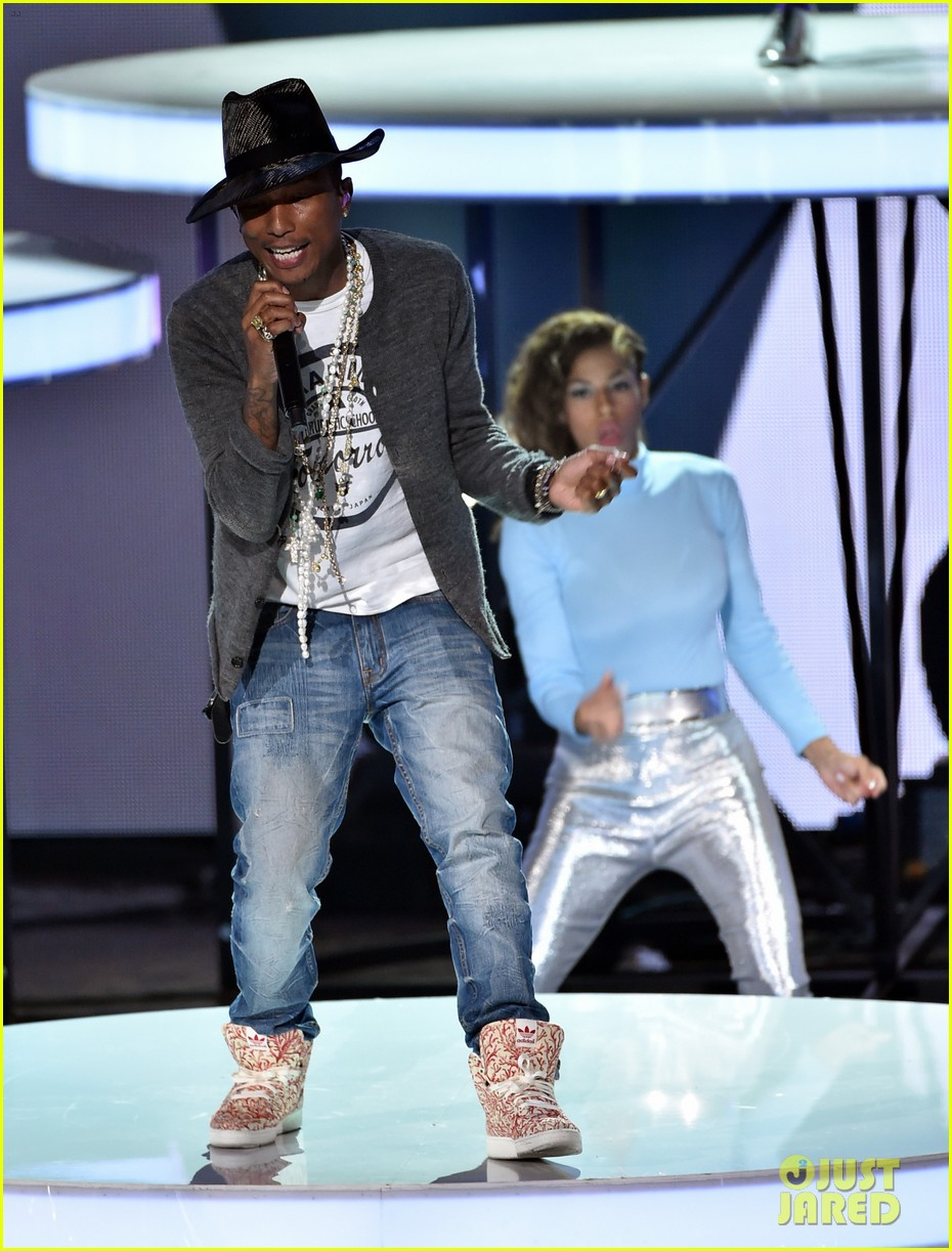 pharrell williams iheartradio music awards 2014 03