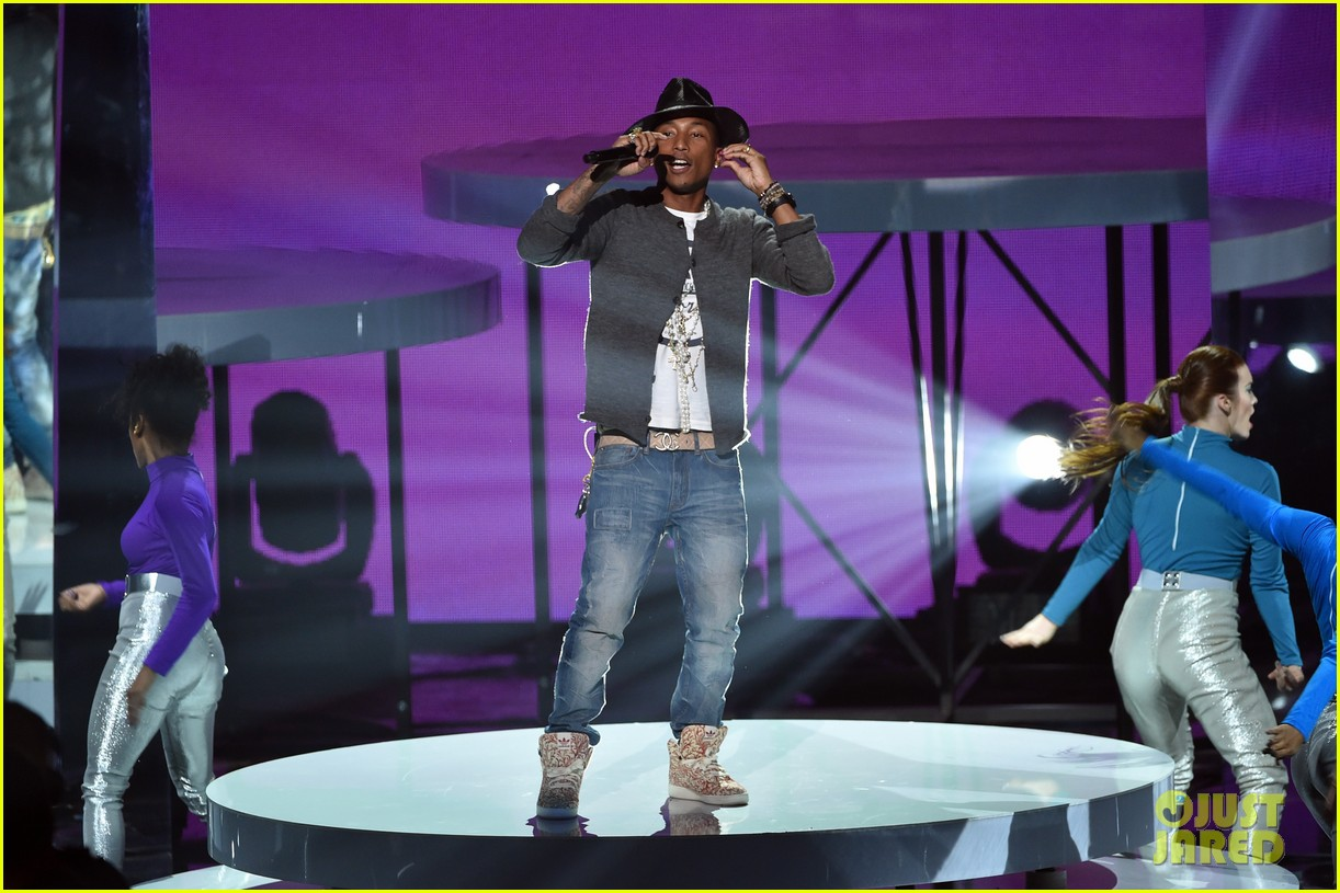 pharrell williams iheartradio music awards 2014 073103605