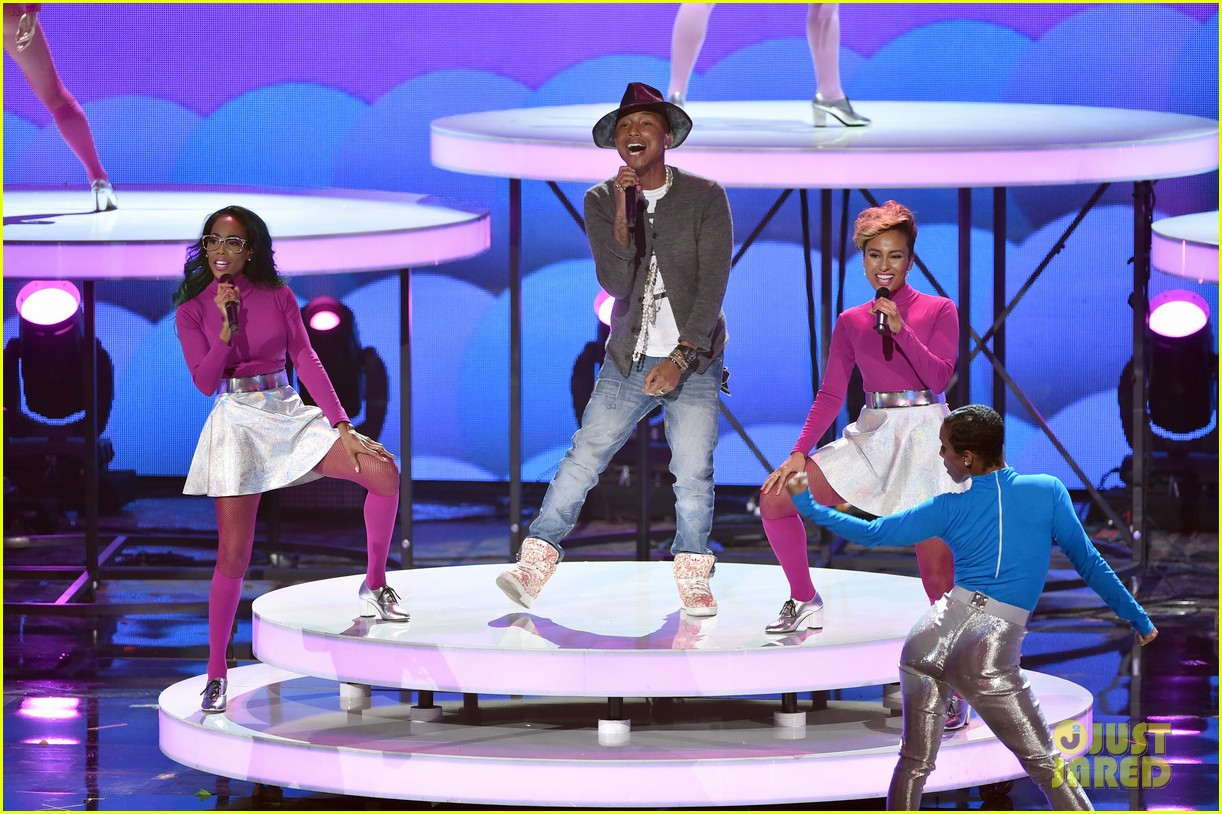 pharrell williams iheartradio music awards 2014 12