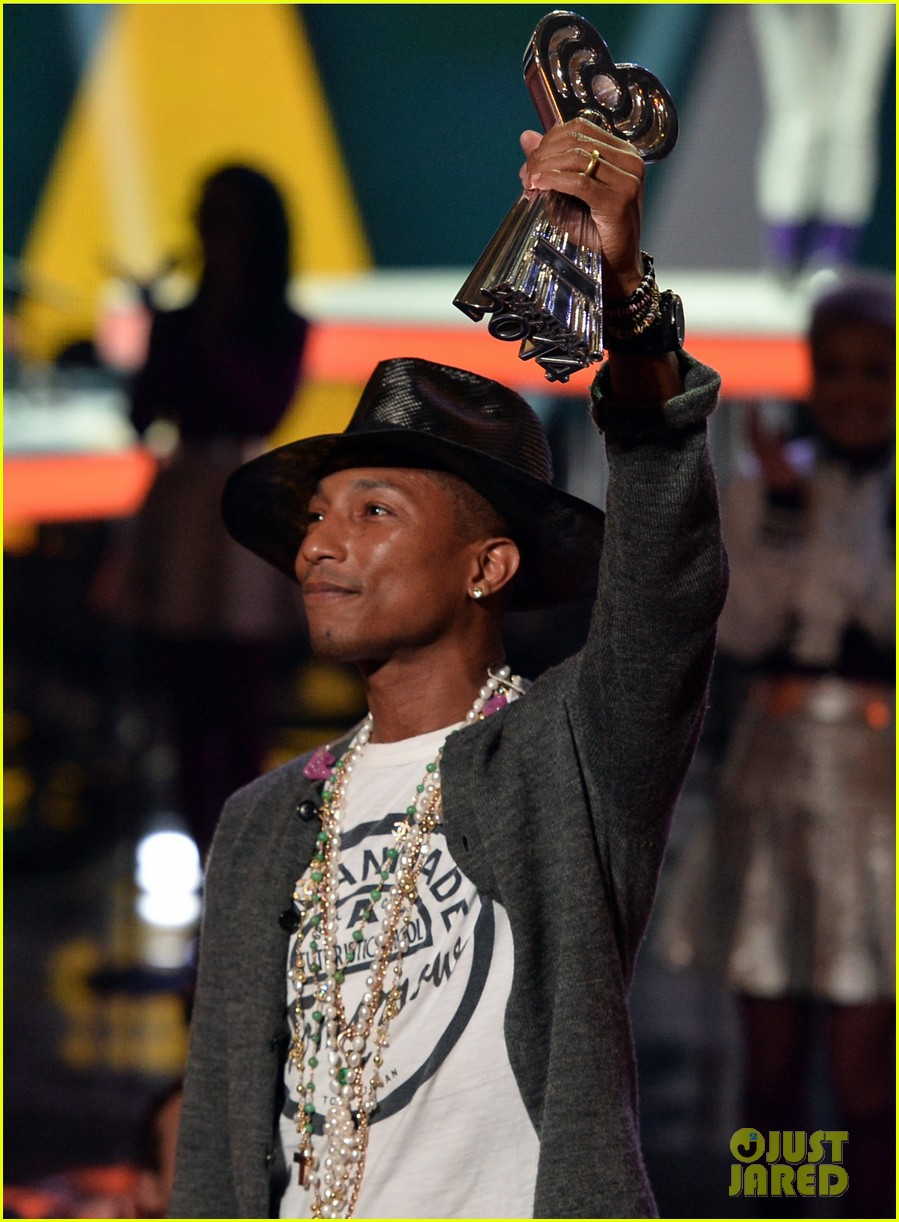 pharrell williams iheartradio music awards 2014 16