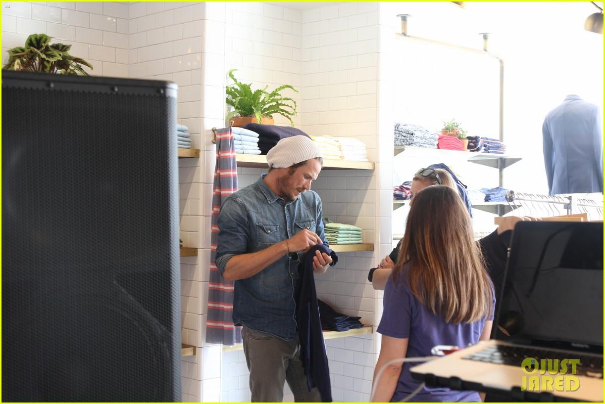 rumer willis checks out gants la brea store opening 09