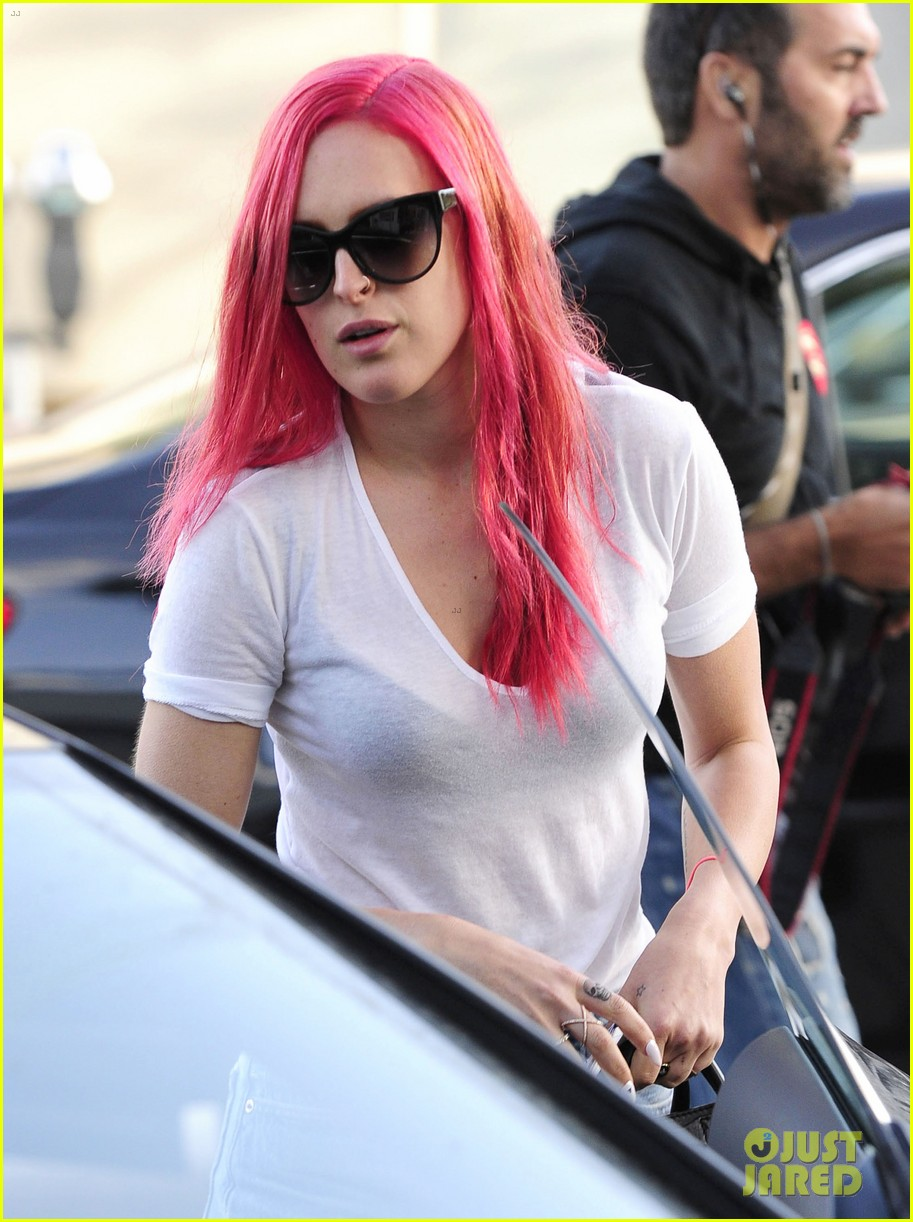 rumer willis dyes her hair bright pink 273119679