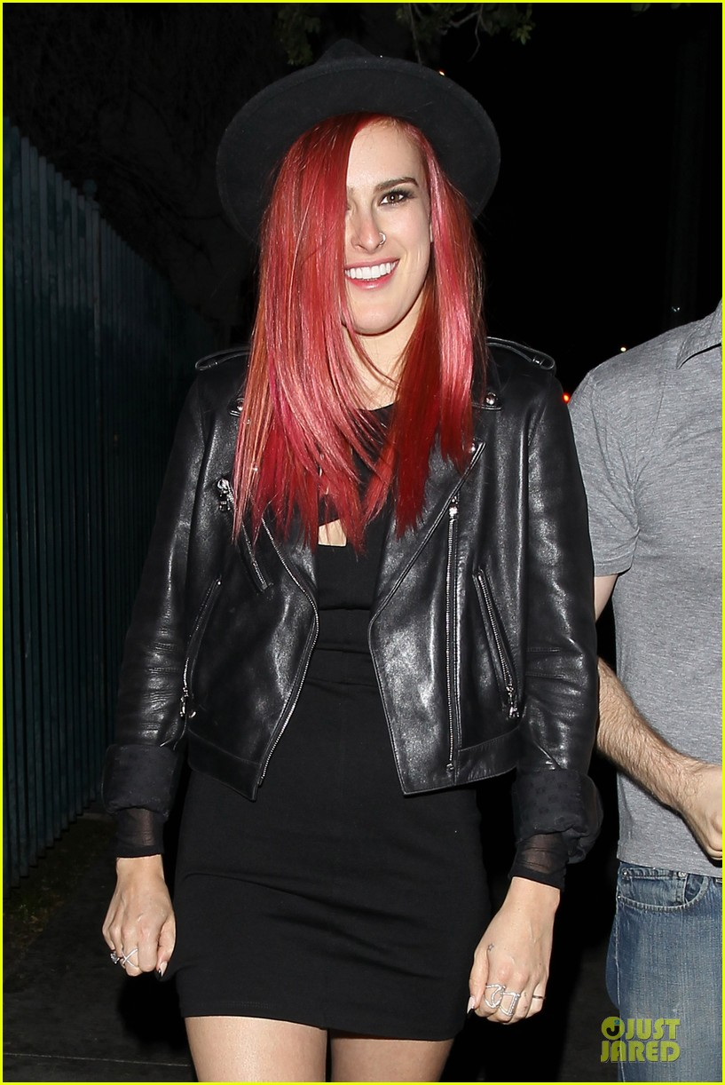 rumer willis heats it up with red hair 043115375