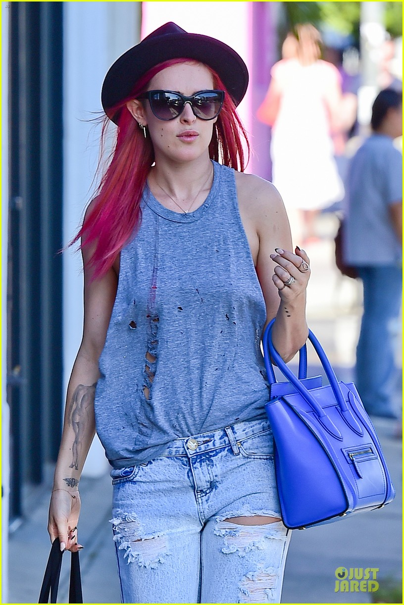 rumer willis heats it up with red hair 193115390