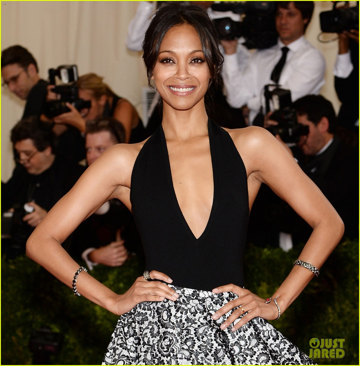 zoe saldana 2014 met ball red carpet 01