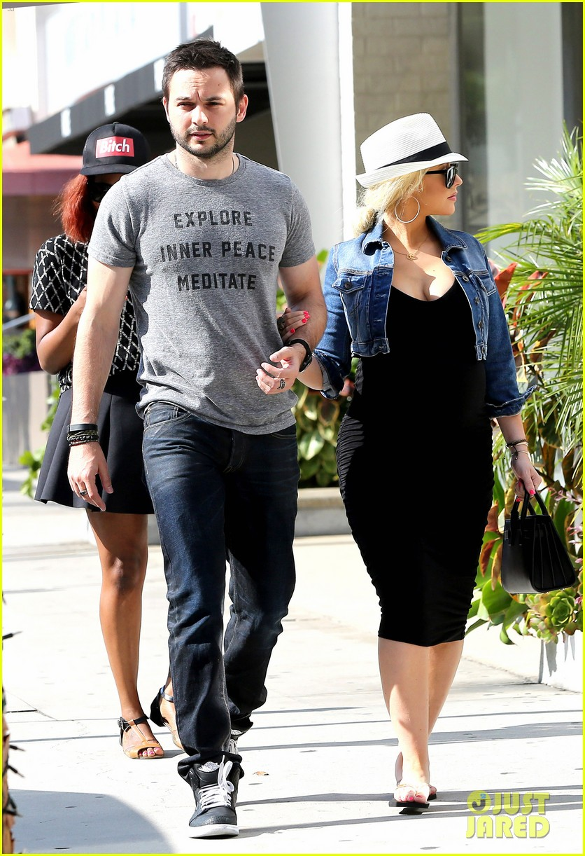 pregnant christina aguilera reveals large baby bump 063130620