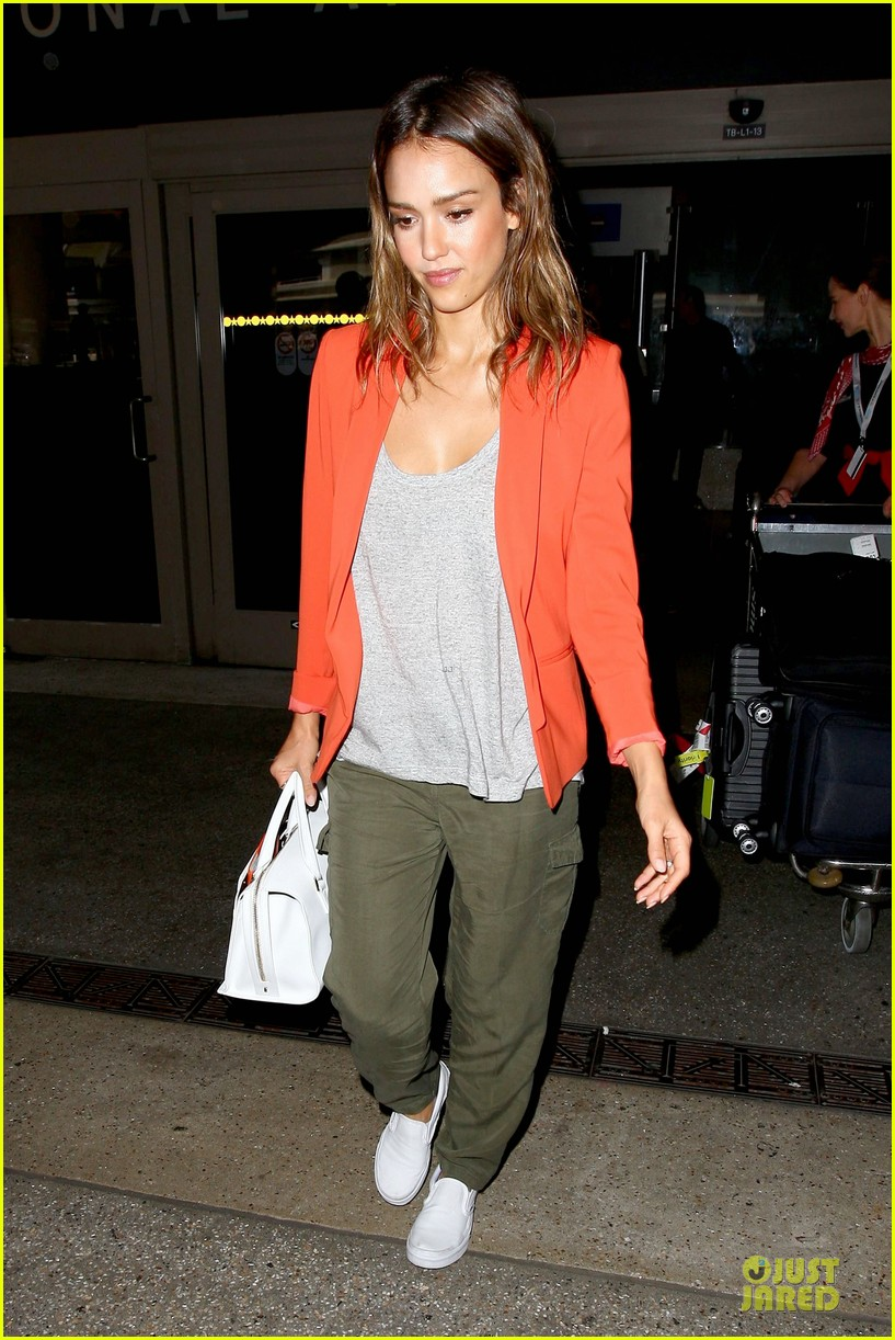 jessica alba red hot arrival at lax airport 013142833
