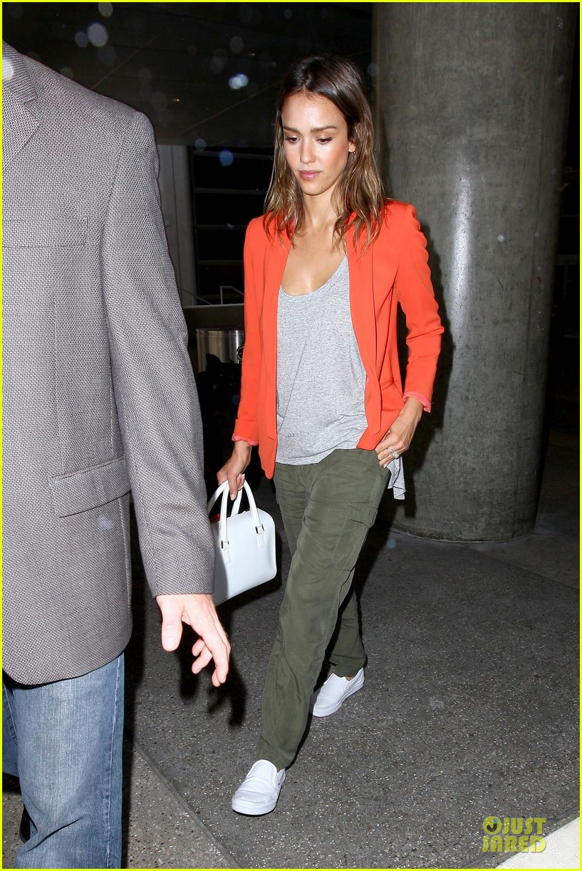 jessica alba red hot arrival at lax airport 15