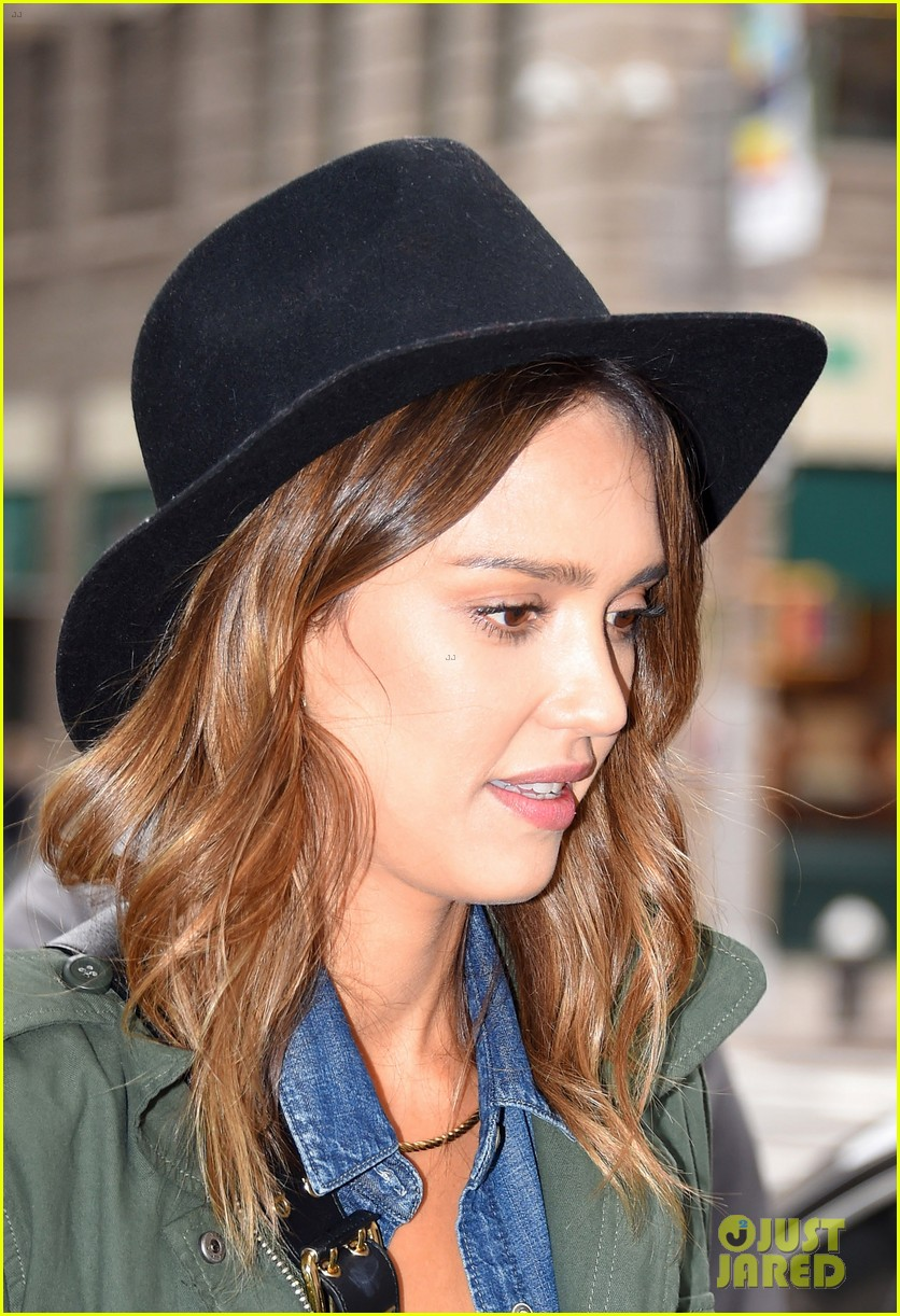 jessica alba raves about zach braff bullets over broadway 24