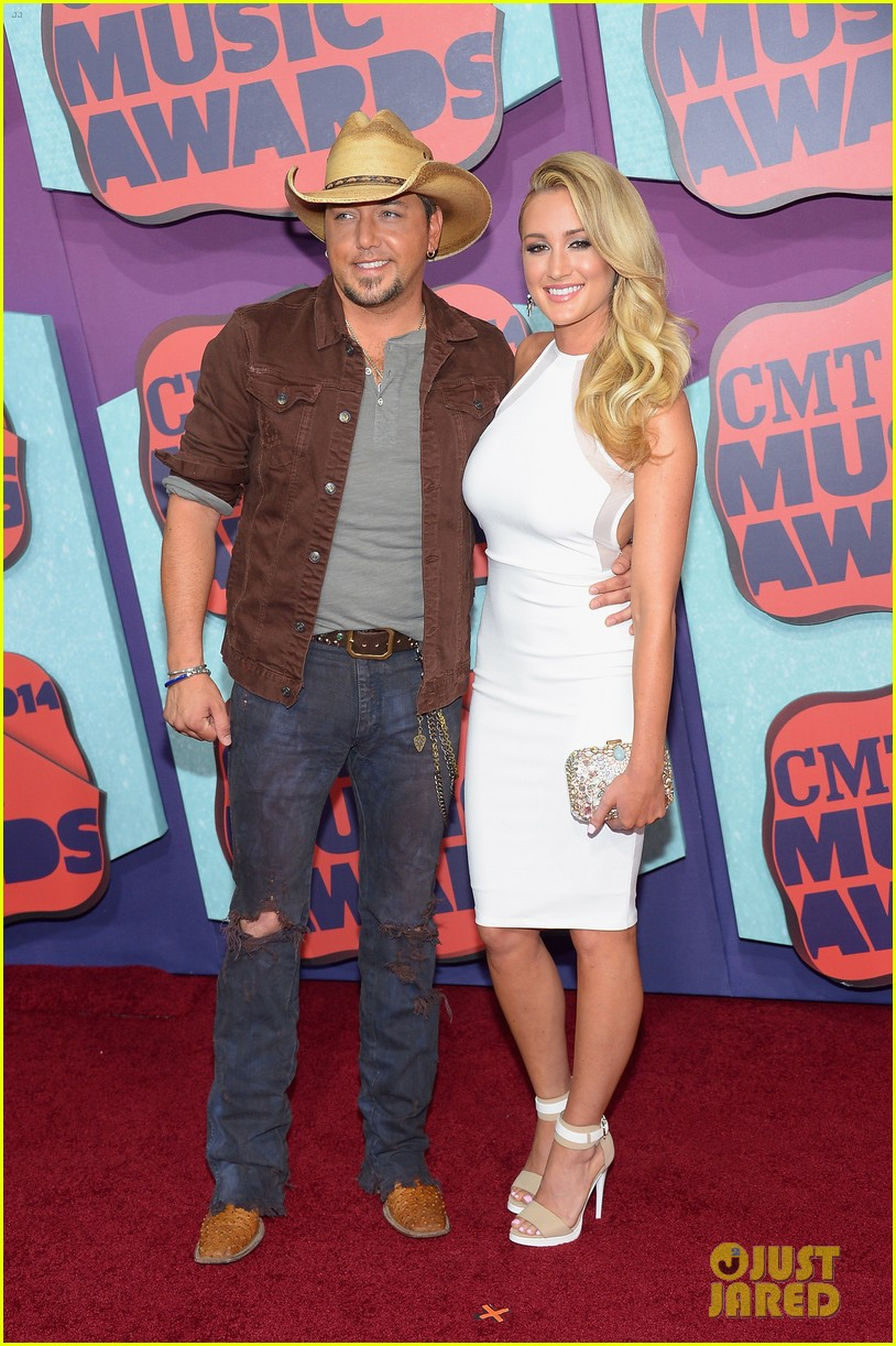 jason aldean brittany kerr cmt music awards 2014 013128368