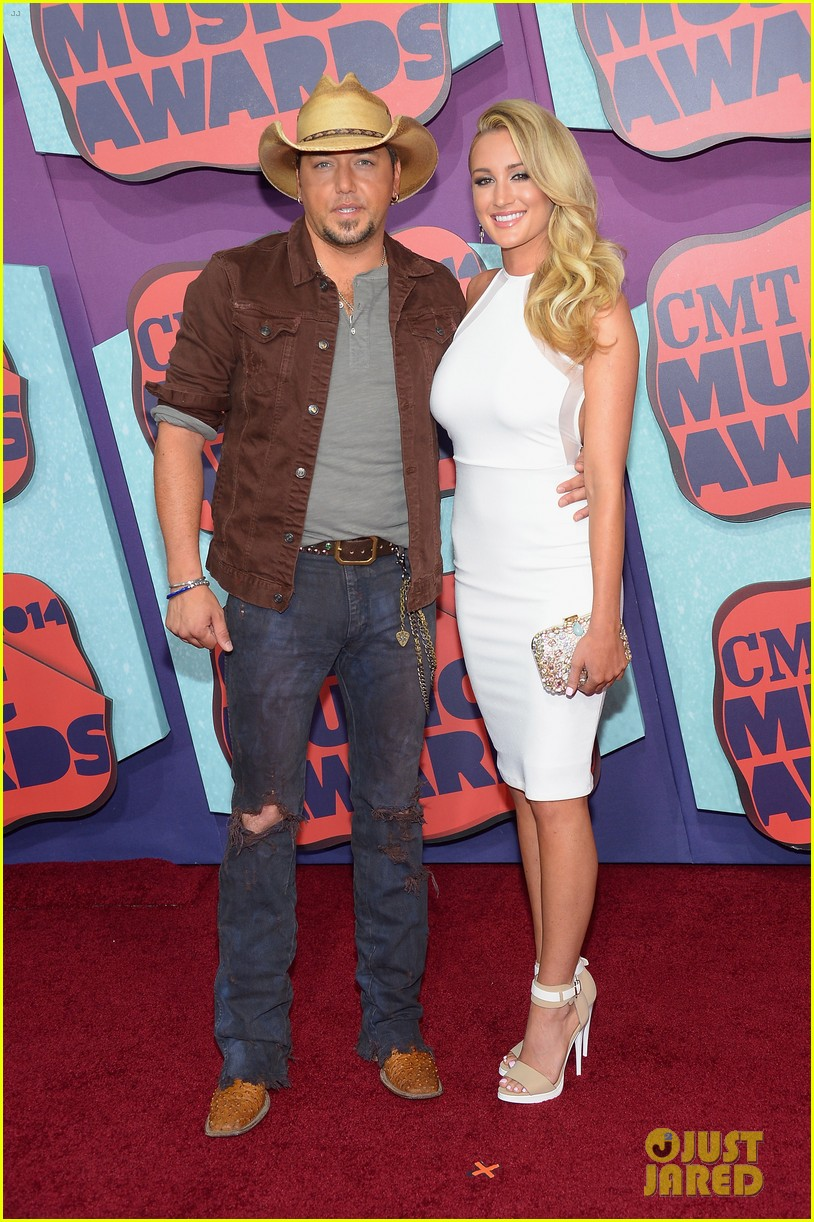 jason aldean brittany kerr cmt music awards 2014 043128371