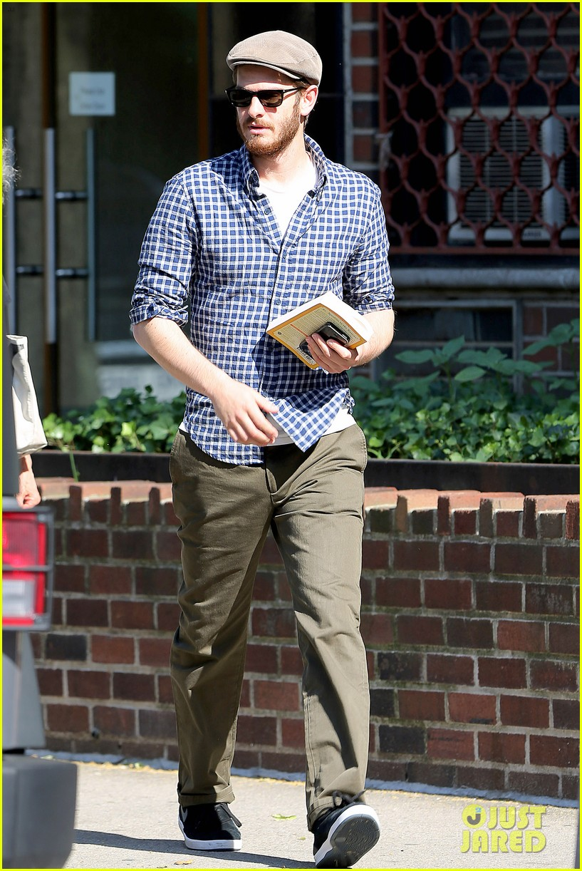 andrew garfield leaves favorite cafe spiritual read 073142719