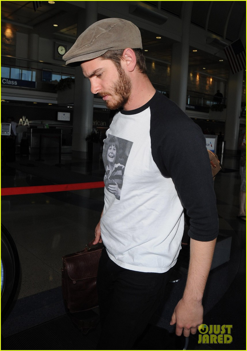 andrew garfield michael j fox shirt airport 05