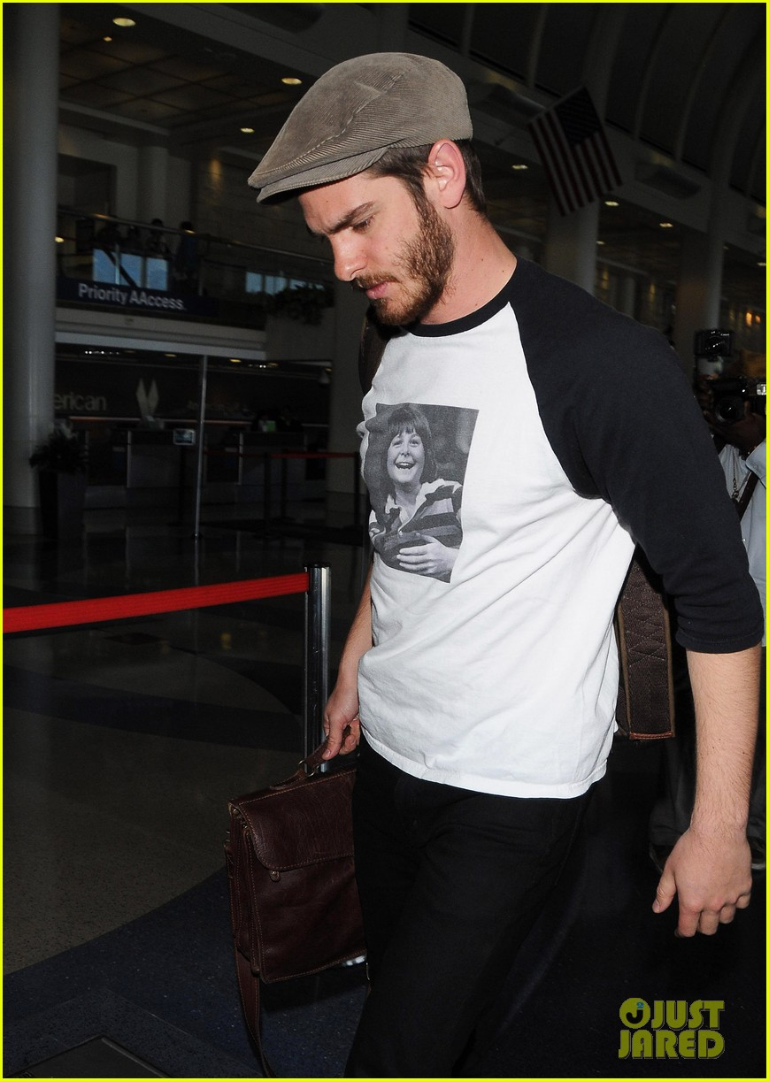andrew garfield michael j fox shirt airport 083133895