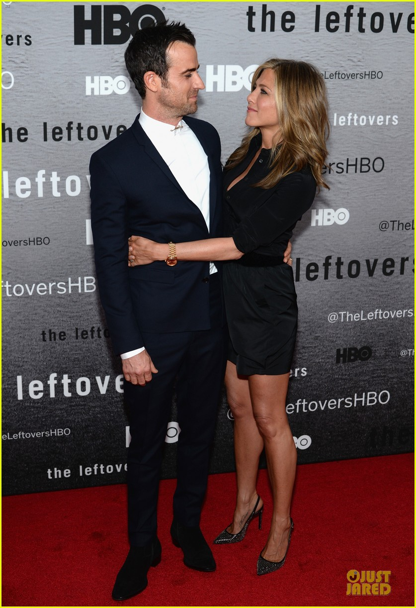 jennifer aniston justin theroux chemistry at leftovers premiere 01