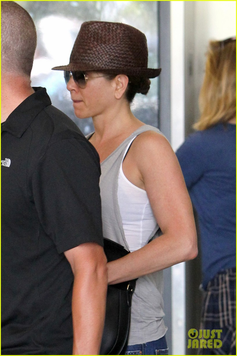jennifer aniston pampers herself at the spa before dinner with chelsea handler 02