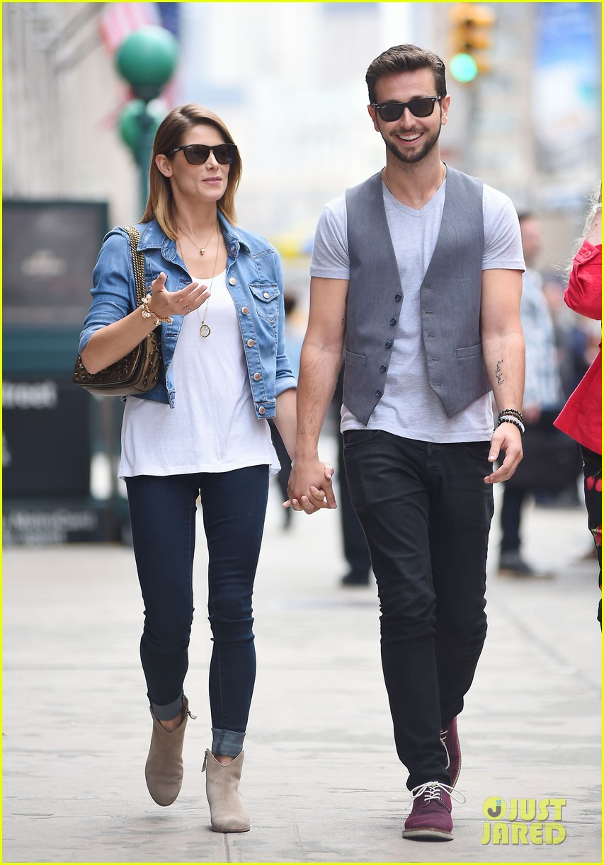 ashley greene paul khoury kiss after coffee 123133508